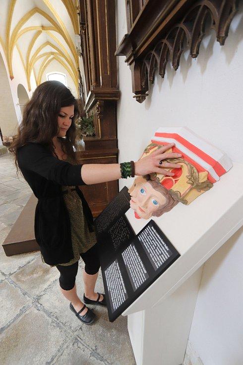 Výstava pro nevidomé na Piaristickém náměstí v Českých Budějovicích