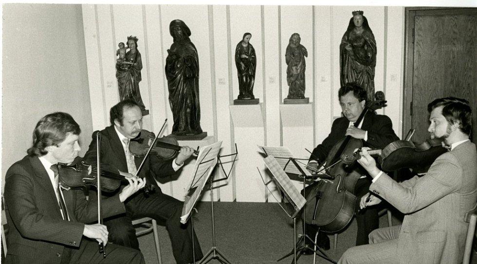 Alšova jihočeská galerie slaví 60 let. Vernisáž výstavy Český jih, rok 1985.