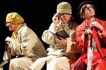 Budějovický divadelní soubor J. K. Tyla uvedl premiéru komedie Vše o ženách na své nové scéně v Husově ulici. Na snímku zleva Hana Mašková, Kateřina Šimerová a Milada Štěchová.