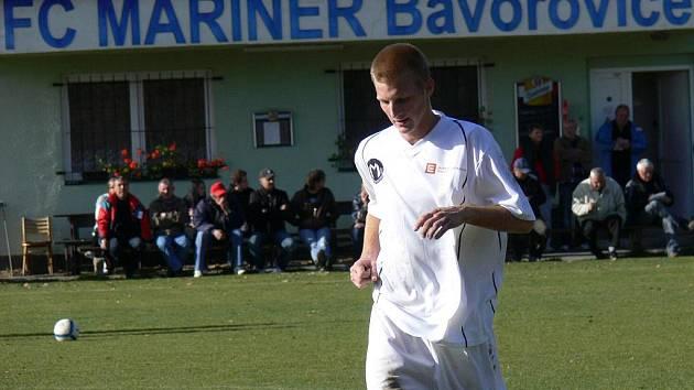 Petr Babka, odchovanec Vltavy, hraje po dozorem svého otce v Bavorovicích I. A třídu. Svým gólem rozhodl jarní předehrávku s Borovany.