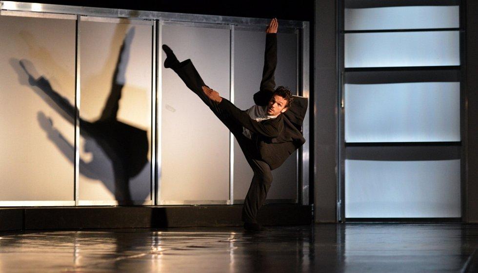 Kauza Kafka, balet Jihočeského divadla a jeho první premiéra v letošní sezoně. Na snímku Viktor Svidró v hlavní roli.