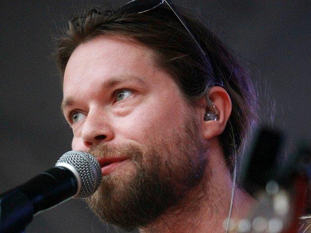 Skupina Kryštof, v jejímž čele je Richard Krajčo, ozdobí v srpnu festival Hrady.CZ na hradě Rožmberk.