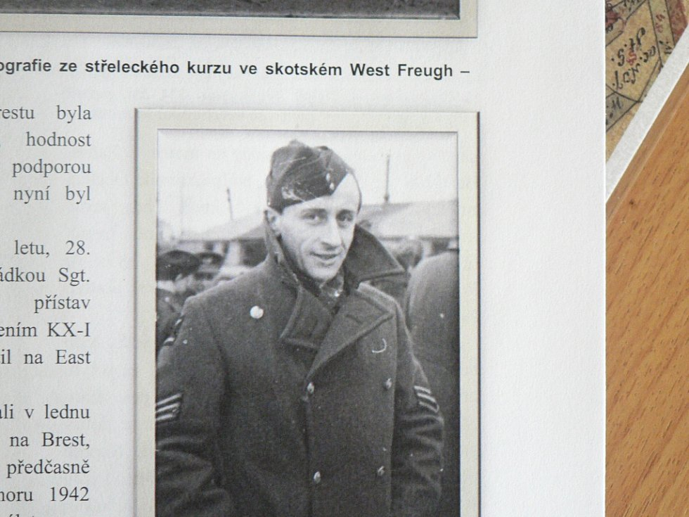 Odhalení pomníku letce Františka Bindera v Hojné Vodě. František Buinder na dobové fotografii.