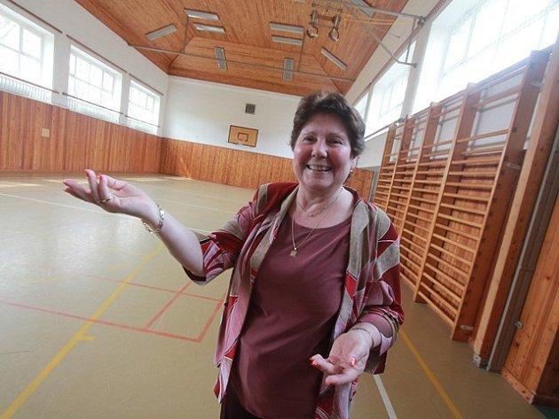 Zdenka Meškánová, ředitelka Základní školy Malá Strana v Týně nad Vltavou prosazuje přístavbu tělocvičny.
