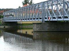 Současný železný most v Týně nad Vltavou.