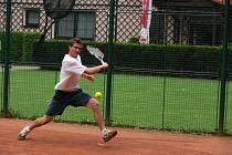 Na jihočeských kurtech Pavel Mojha (LTC Tonstav-service) těžko hledal konkurenci, a tak donedávna dojížděl trénovat i na pražskou Štvanici.