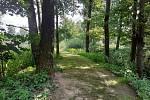 Nedaleko těchto míst, poblíž cyklostezky z Budějovic na Hlubokou, došlo ke znásilnění.