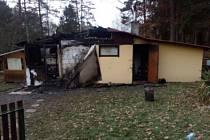 Při požáru chatky ve Strážkovicích na Českobudějovicku zemřela starší žena.