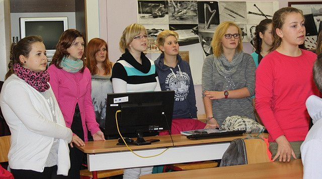 Na akci Česko zpívá koledy se připravují mladší i starší členové sboru Zvonky v Trhových Svinech.