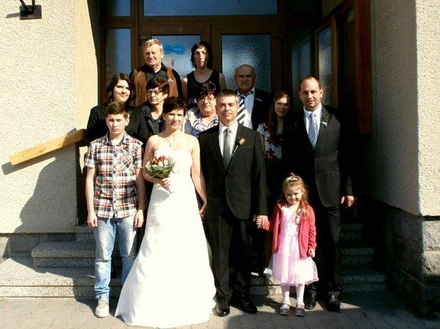Doudleby si pro svůj velký den vybrali manželé Kovářovi. Na obecním úřadě se tak konala historicky první svatba.