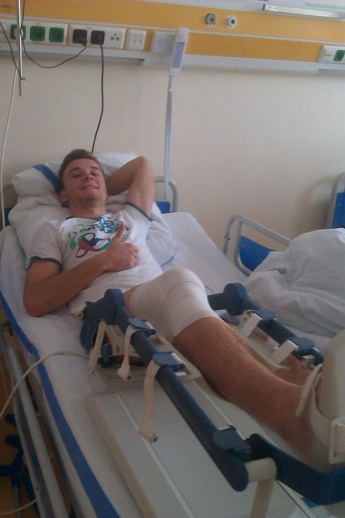 David Tomášek si zlomil stehenní kost