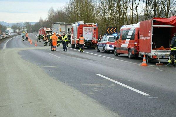 Místo nehody českého nákladního auta.