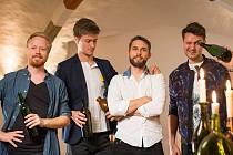 Dánská skupina Bottle Boys, která se proslavila tím, že na prázdné lahve zahraje téměř jakýkoli hit, se představí 27. srpna od 20 hodin na českobudějovickém festivalu Touch the Music. Koncert bude na Sokolském ostrově, vstupné je zdarma.
