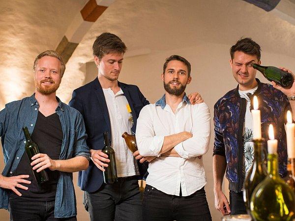 Dánská skupina Bottle Boys, která se proslavila tím, že na prázdné lahve zahraje téměř jakýkoli hit, se představí 27.srpna od 20hodin na českobudějovickém festivalu Touch the Music. Koncert bude na Sokolském ostrově, vstupné je zdarma.