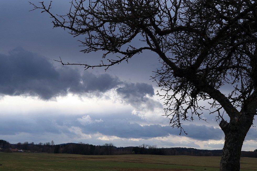 Bouřková mračna v Jihočeském kraji jsou téměř každý den. Fotografie jsou pořízeny v posledních dnech většinou v okolí Českých Budějovic.