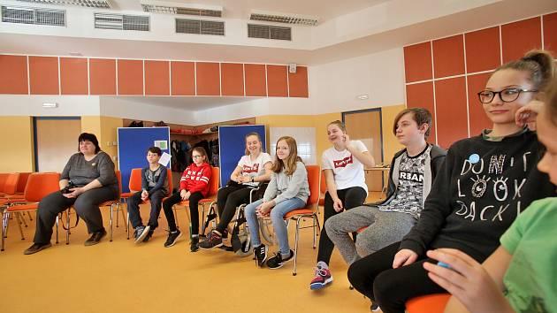 Žáci ze základní školy tráví jarní prázdniny na Jihočeské univerzitě.