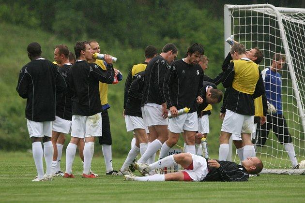 Přípravu na nový ročník I. ligy zahájili fotbalisté Dynama hezky zostra, osvěžení tudíž šlo k duhu.