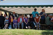 Nový prapor si ke 120. výročí svého sboru nadělili hosínští dobrovolní hasiči. Při sobotní oslavě ukázali svůj zásah jejich profesionální kolegové, nechyběla dobová technika, jídlo, pití a hudba.