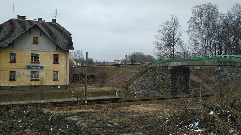 Současný most u nádraží Trocnov. Trocnov je osadou Borovan.