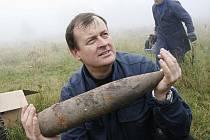 Policejní pyrotechnik Ladislav Zágiba v akci.
