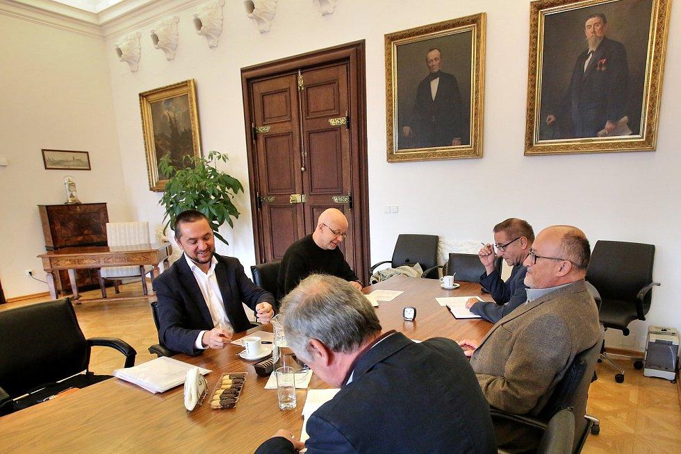Na českobudějovickém Magistrátě se v pondělí jednalo o budoucí koalici.