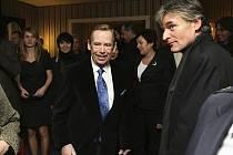 Na premiéře. Václav Havel přijel 19. listopadu 2008 na premiéru inscenace svého Odcházení v Jihočeském divadle. Vpravo na snímku režisér David Radok.