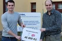 Hokejista Jakub Eliáš a ředitel Arpidy Marek Wohlgemuth.