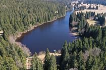 Letecký pohled na Jiřickou nádrž směrem od hráze.