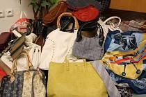 V letošním roce sbíráme nejen kabelky, ale i kravaty, šátky a šály.