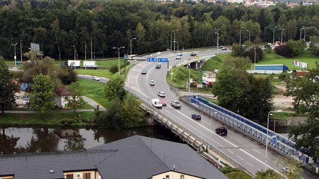 Oprava Litvínovického mostu na Mánesově třídě způsobí v Budějovicích nemalé dopravní potíže.