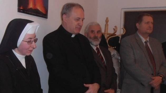 Restituce má v českobudějovické diecézi na starosti také Adolf Pintíř (druhý zleva).