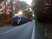 Krátce před 20. hodinou byl poškozený nákladní vůz připraven k transportu. Ve směru od Třeboně se do té doby vytvořila kolona čekajících nákladních vozidel.