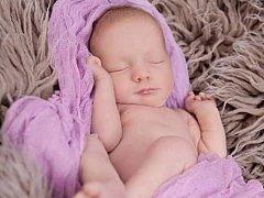 Amálka Papežová se narodila 3. ledna 2015 ve 14.28 hodin v Českých Budějovicích. Měřila 44 centimetrů a vážila 2,24 kg. Šťastným rodičům Gabriele a Jiřímu Papežovým dělá samou radost.