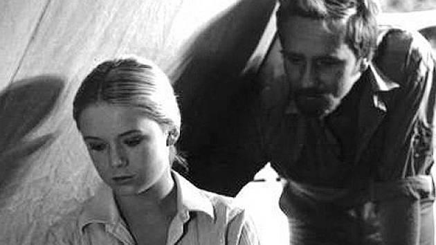 Roli umíněné Jany Málkové dostala Milada Vnuková. Za rok se objevila v dalším dětském filmu Na startu je delfín (ze Strakonicka), o němž Jihočeské filmování psalo. Herec Jandák ve filmu měl bradku.