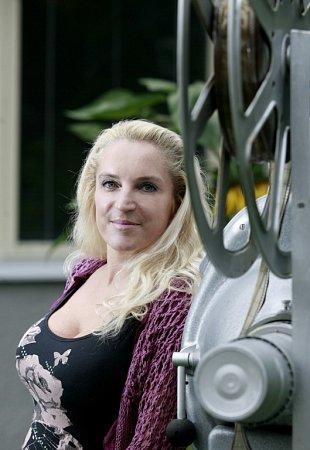 Jindřiška Brožová, zpěvačka skupiny Devítka, vyhrála se svým krátkým filmem na festivalu Mohelnický dostavník. Film má název Zkouška kapely a sleduje zkoušky Devítky očima kapelního psa.