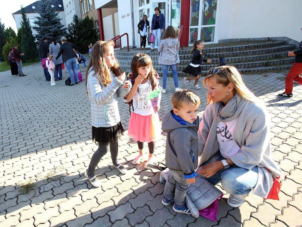 První školní den v Kamenném Újezdu.