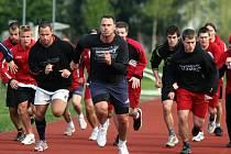 První trénink letošní sezony absolvovali hokejisté HC Mountfield na stadionu SKP v Č. Budějovicích a trenér Tlačil jim dával pořádně do těla.