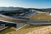 Tady je už pět let dálniční konečná silnice S10, která má napojit rakouskou dálnici z Lince na českou D3.