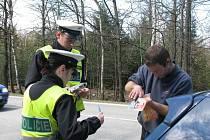 Mimo jiné i riziku podnapilých řidičů za volantem chtěli o Velikonocích předejít policisté.  Každý ze zastavených motoristů se musel podrobit dechové zkoušce.