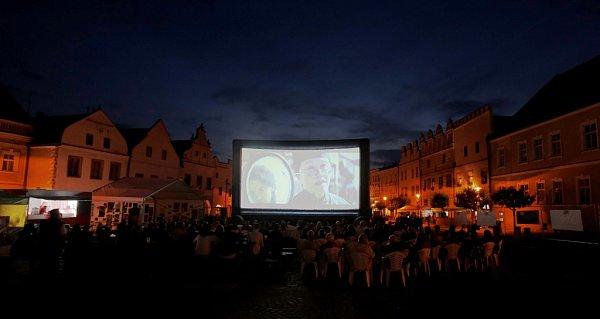 Vjihočeských Slavonicích začíná 6.srpna pětidenní Slavonice Fest. Přinese 35filmů, 17koncertů, promítat se bude ivletním kině na náměstí.