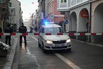Po nálezu podezřelého kufříku v budově banky v Krajinské ulici uzavřeli policisté v pondělí odpoledne dvě ulice v centru Budějovic.