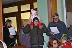 Česko zpívá koledy ve Strážkovicích.