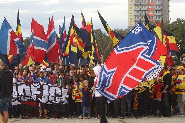 Fanouškové Motoru na tradičním pochodu k českobudějovickému zimnímu stadionu. Ilustrační foto.