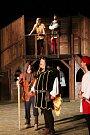 Noc na Karlštejně uvádí letos týnští ochotníci na tamním otáčivém hledišti jako poctu Karlu IV.