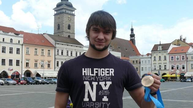 Jakub Kovář s bronzovou medailí z mistrovství světa.