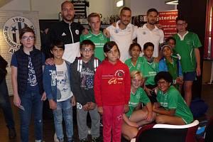 Děti z jihočeských domovů si návštěvu na fotbalovém Střeleckém ostrově krásně užily.