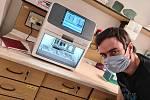 Nový robotický přístroj pomůže biologům z akademie s testy koronaviru.