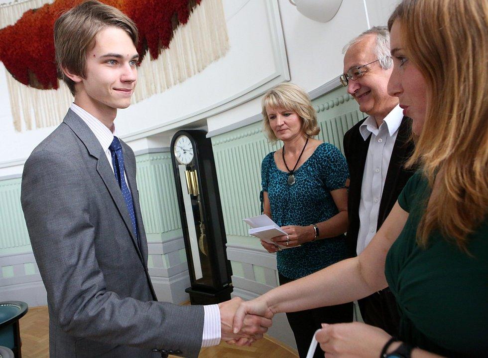 Talentovaní studenti byli oceněni na krajském úřadě