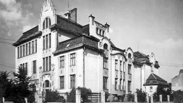 Stavební průmyslovka v roce 1925.