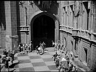 Filmaři kvůli Pyšné princezně přemalovali dlažbu na nádvoří hlubockého zámku. Chtěli tu šachovnicový vzor.